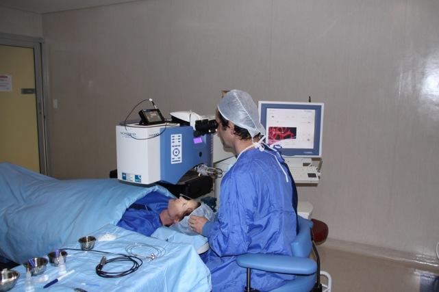 Johannesburg Cataract Eye Surgeon Performing Surgery