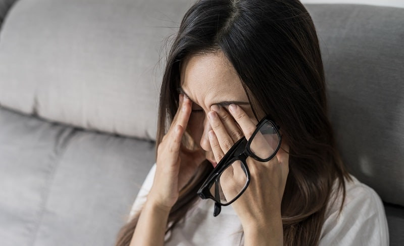 Why You Should Avoid Rubbing Your Eyes